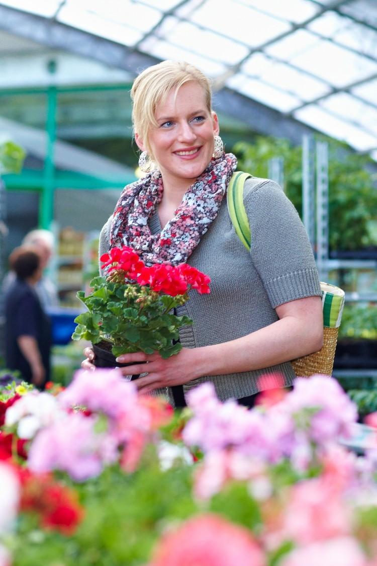 Jetzt kommt Farbe ins Spiel: Mit Beet- und Balkonpflanzen aus der Einzelhandelsgärtnerei beginnt der Frühling schon heute. (Foto: GMH/BVE)