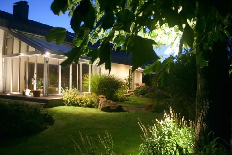 """Foto: BGL. - """"Wenn wir einen Garten neu anlegen, spielt die Frage nach Lichteffekten bereits während der Planung eine große Rolle"""", erzählt Wendlin Jehle, Geschäftsführer von Schleitzer baut Gärten."""